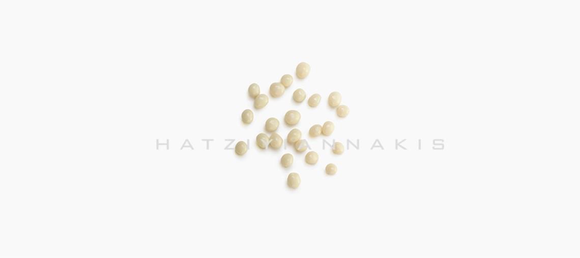 mini-crispy-choco-balls-white-chocolate-hatziyiannakis